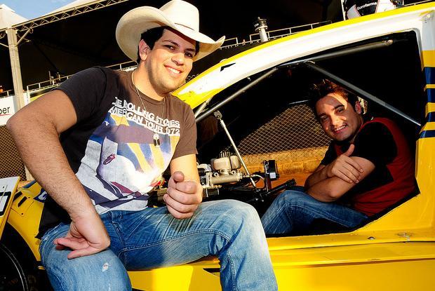 "Fernando & Sorocaba – ""As Mina Pira"" – Nova Música"