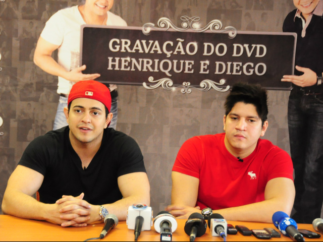 Henrique presta homenagem à mãe na gravação do primeiro DVD da dupla Henrique & Diego
