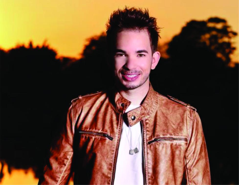 Cantor e compositor Fabio Viana lança carreira solo