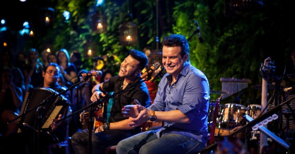 """Marcos & Belutti cantam """"Domingo de Manhã"""" em novo vídeo do DVD"""