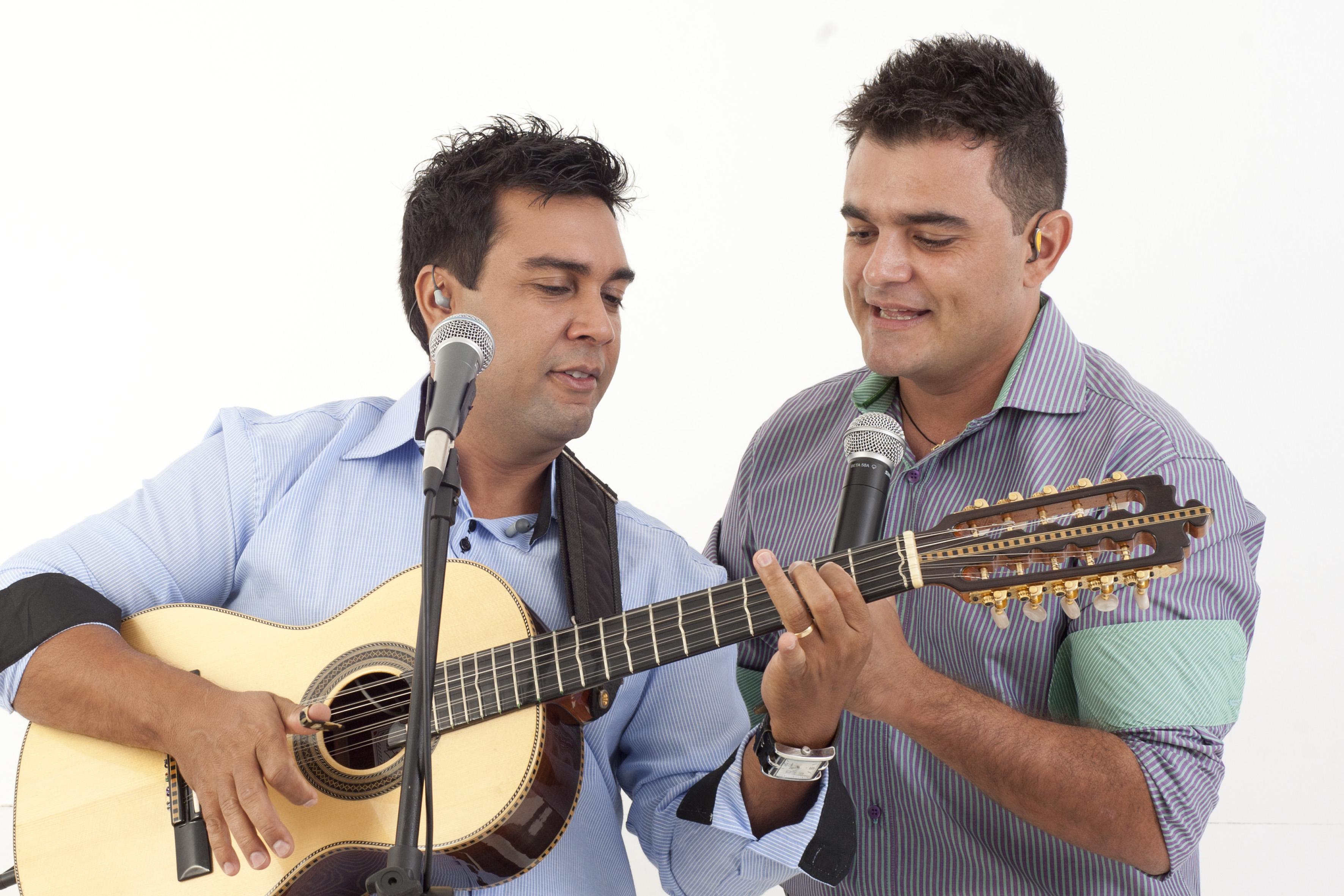 """Thalles & Thiago regravam o hit """"Carla"""". Confiram a versão da dupla."""