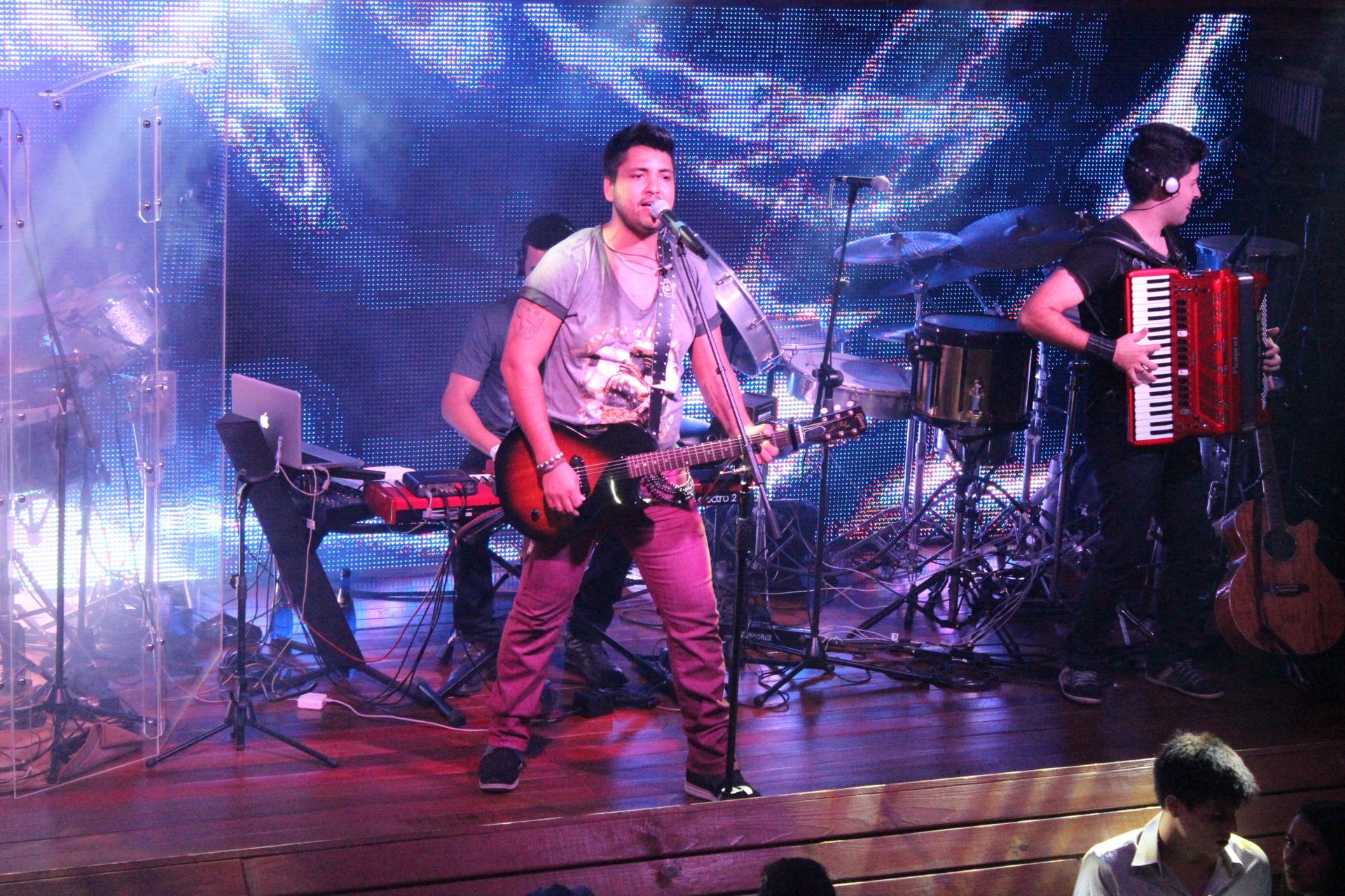 Na Estrada – Fred Liel faz primeiro show solo em Campo Grande