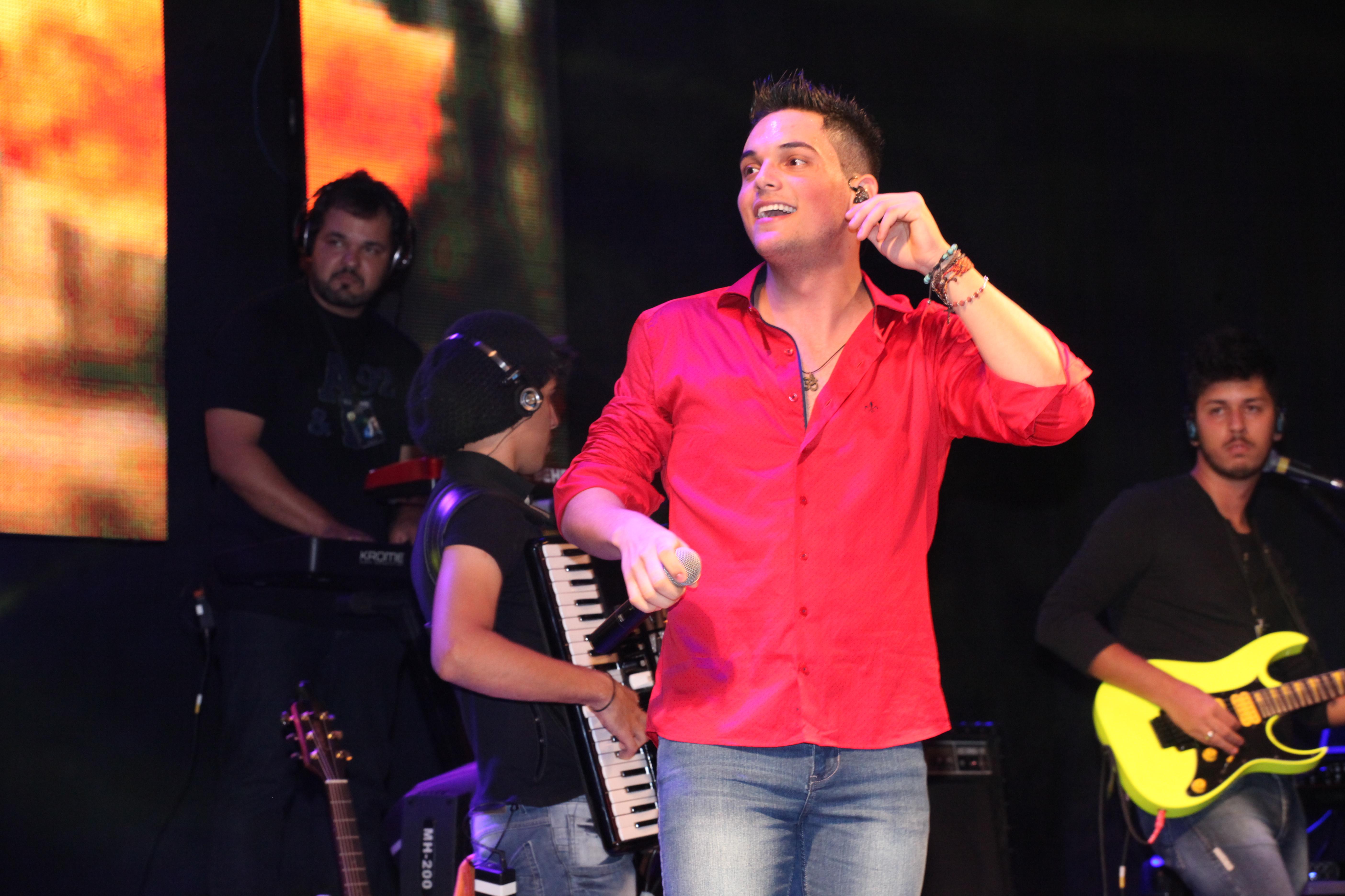 """Novidade: Iury Flores abre os trabalhos de divulgação do novo disco com """"Só beber que passa"""""""