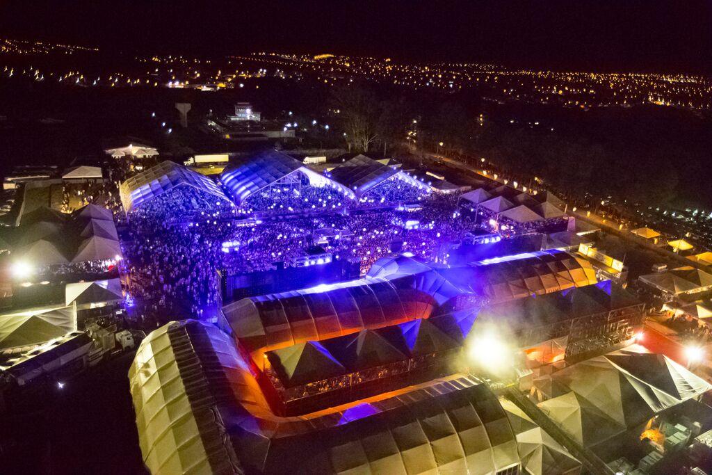 Precursor dos grandes festivais sertanejos, Caldas Country completa 10 anos