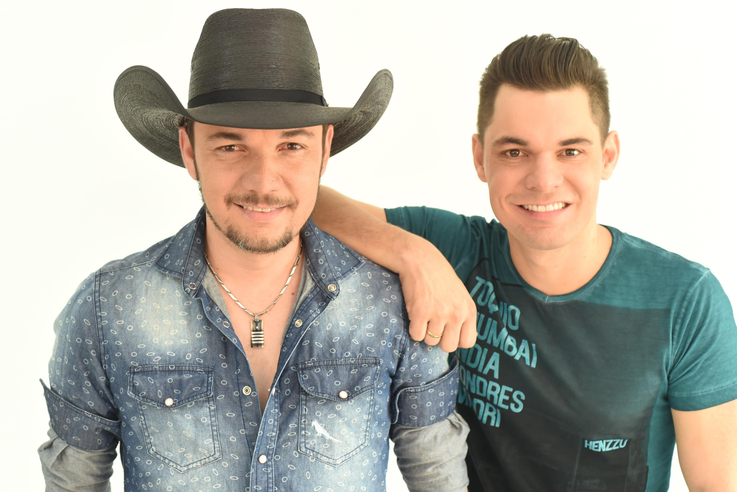 Em nova fase, Léo & Júnior lançam clipe cheio de irreverência