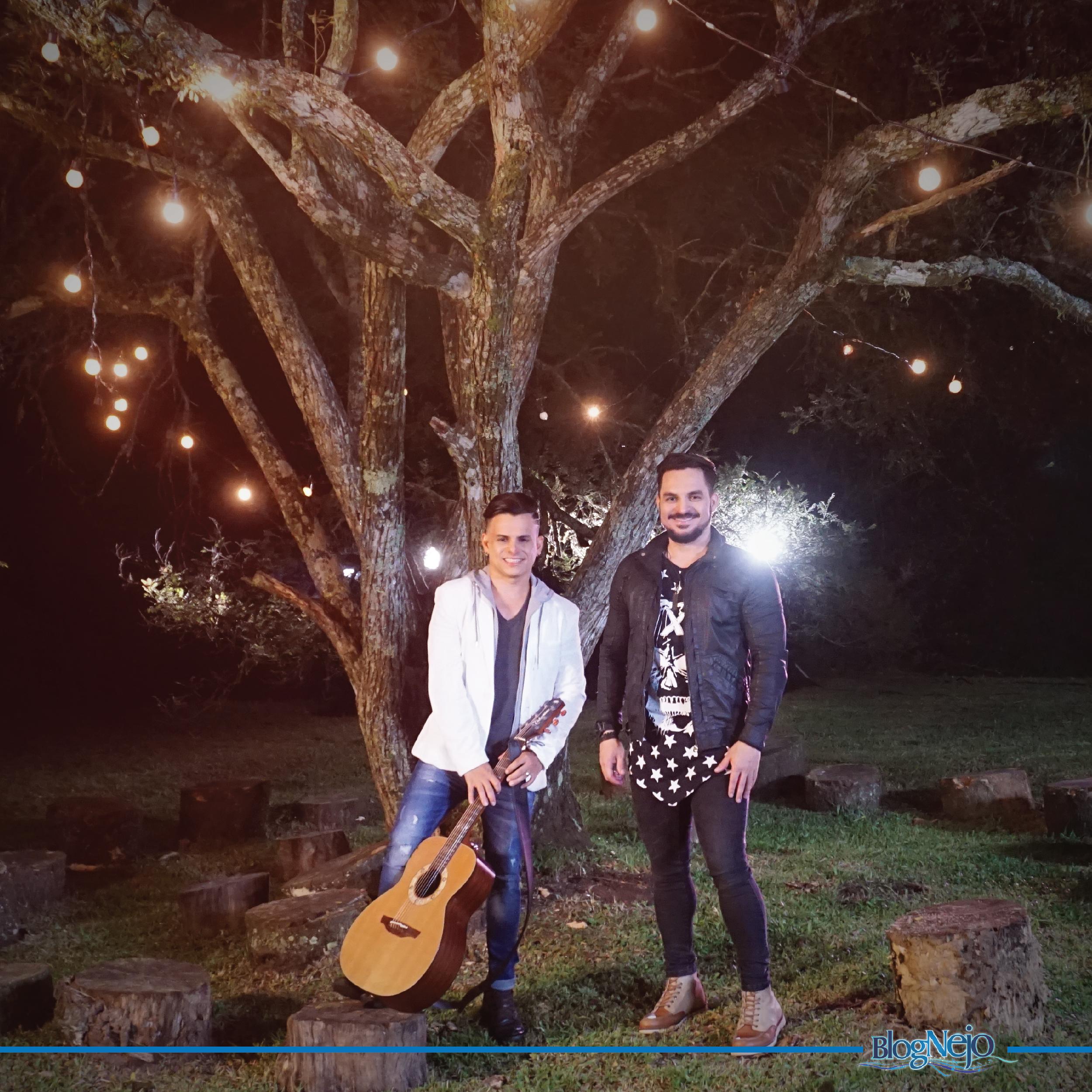 """Carlos & Jader cantam """"Desculpa Esfarrapada"""" em novo clipe"""