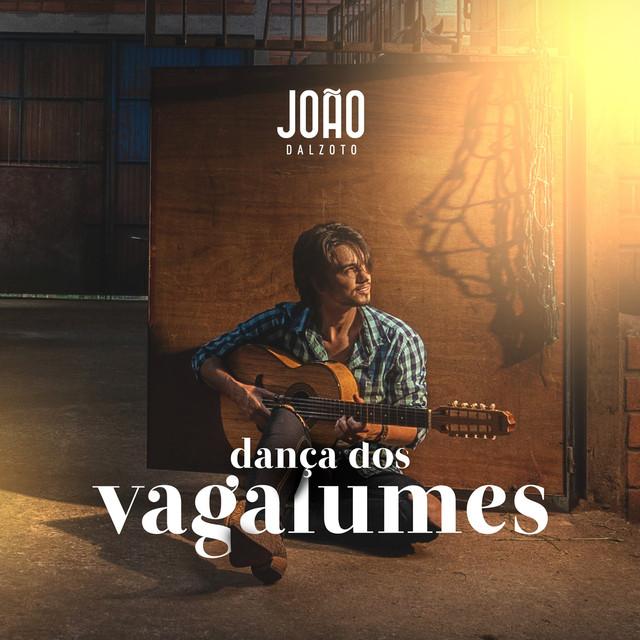 """João Dalzoto estreia com single e videoclipe """"Dança dos Vagalumes"""""""