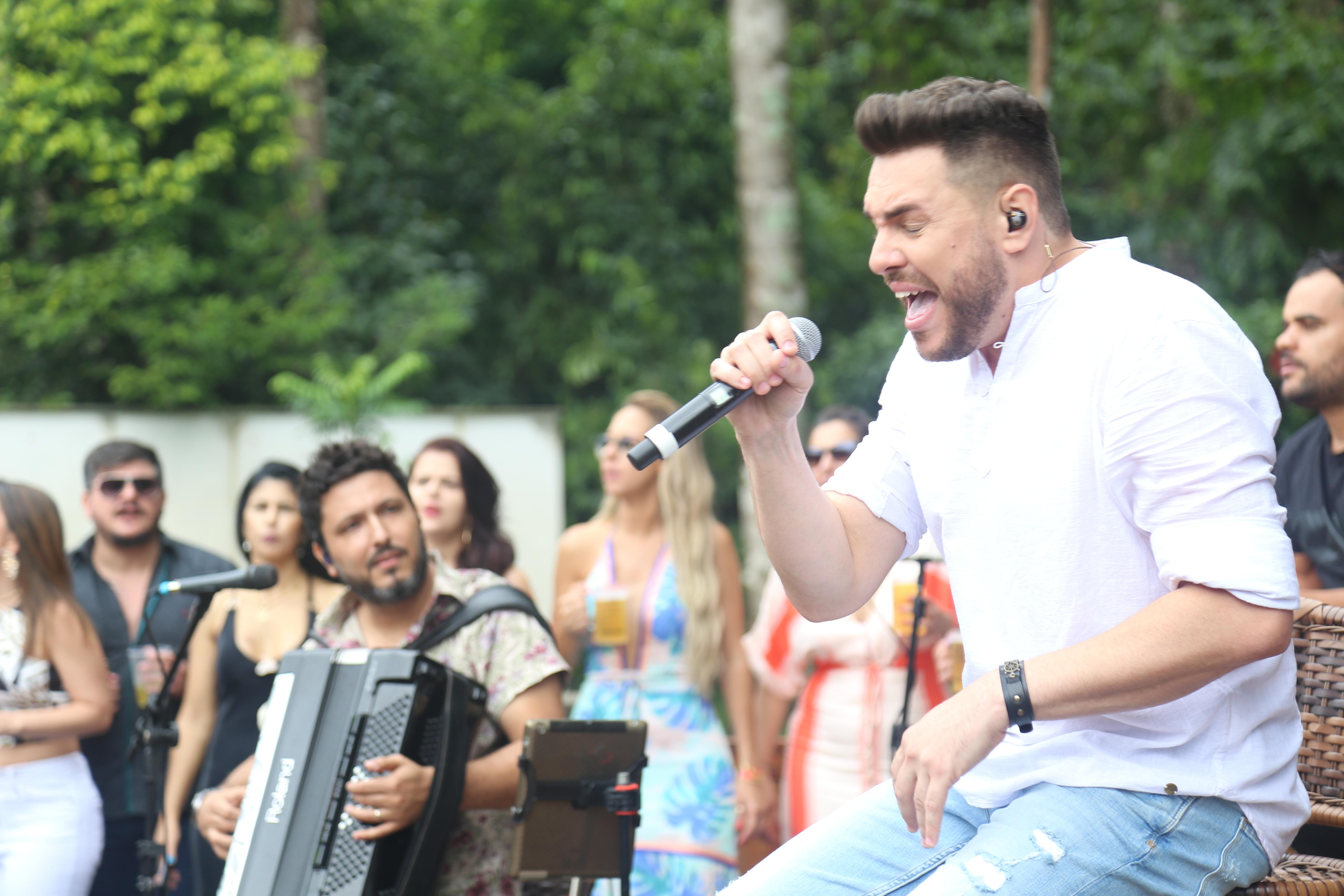 Rodrigo Arantes grava novo DVD com grandes releituras