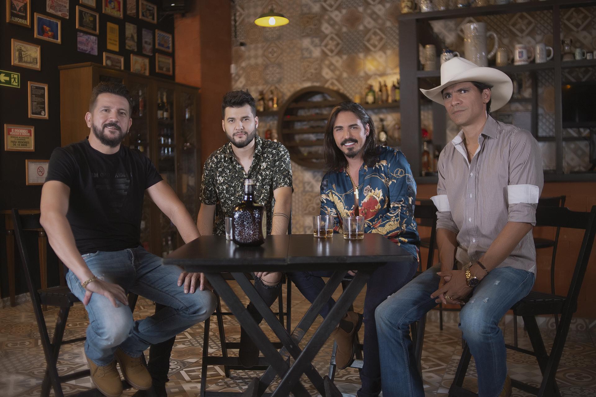 """""""Crise de Ciúme"""", Fabinho e Rodolfo cantam com Jads e Jadson"""