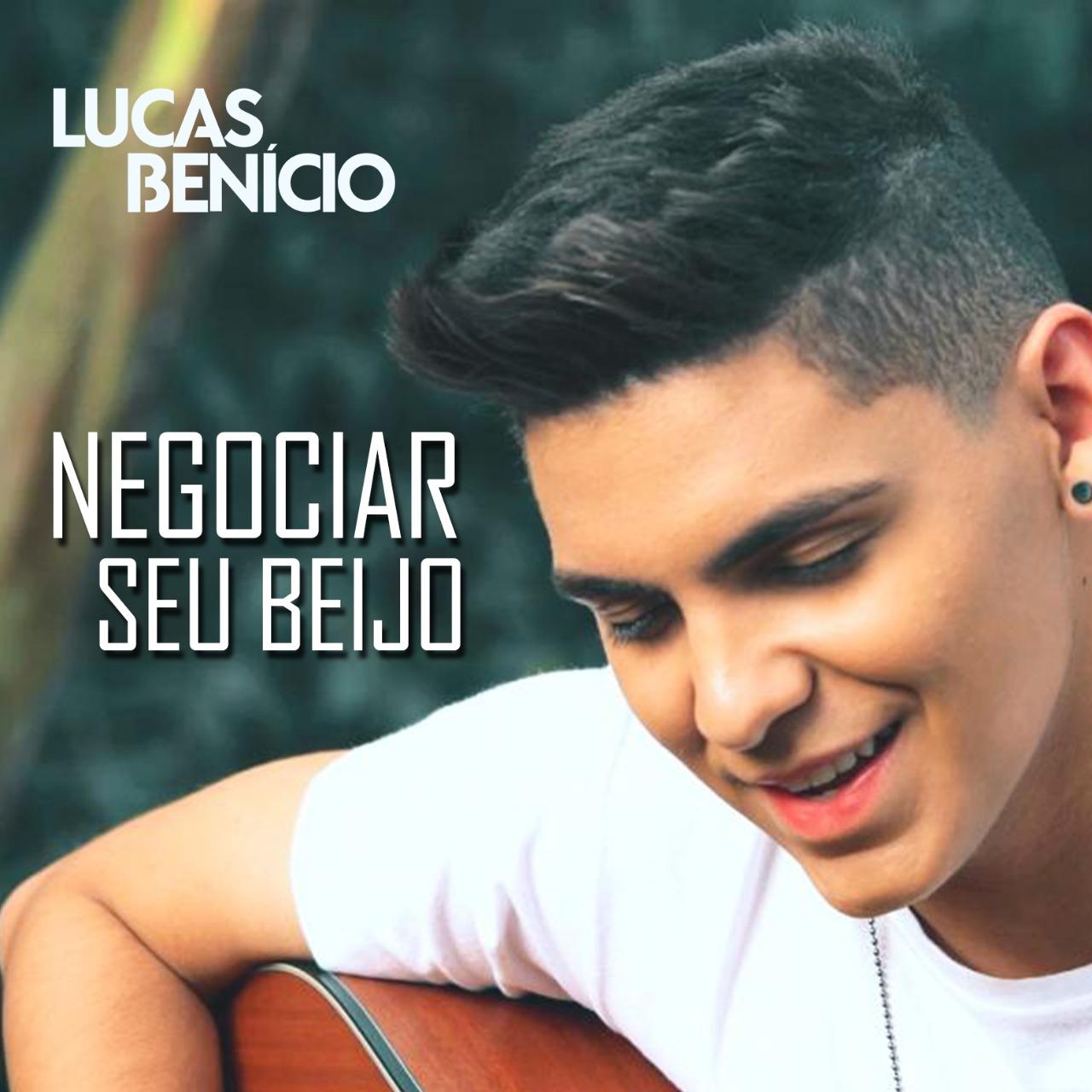 """Lucas Benício de clipe novo. Confira """"Negociar seu Beijo"""""""