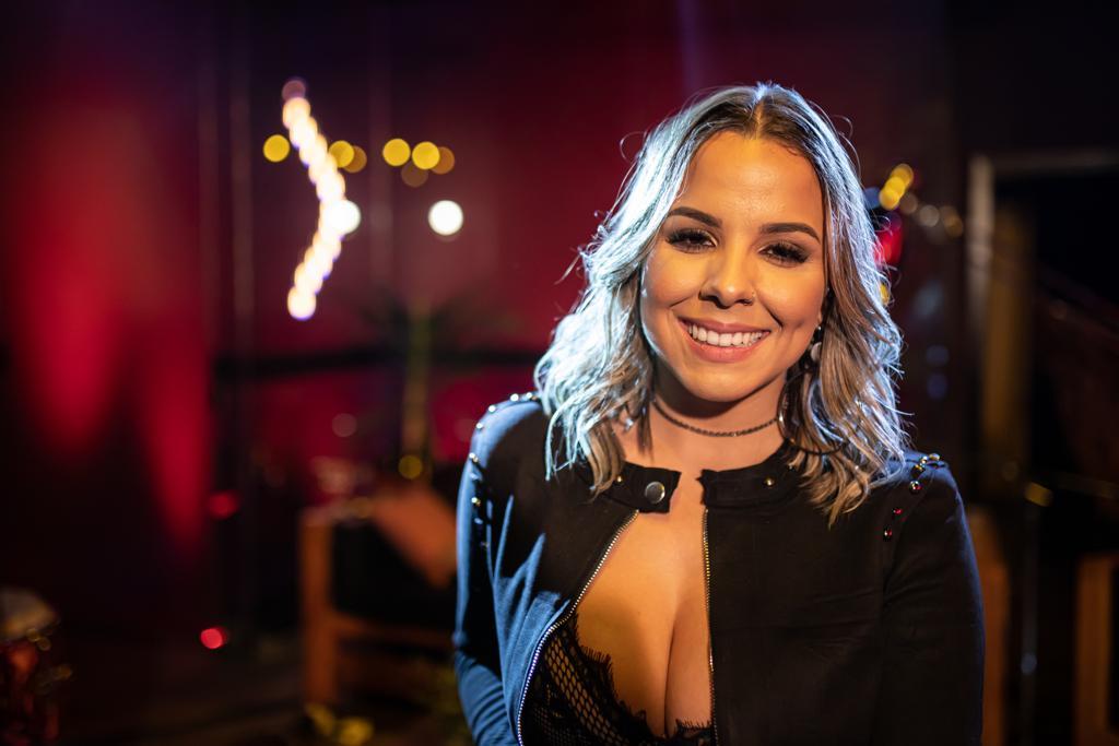 Marcela Ferreira lança a música 'O traíra e a ladra'