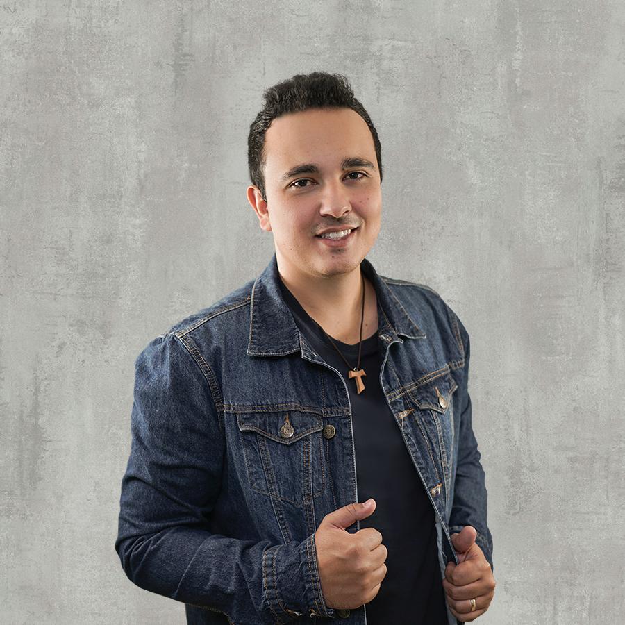 Fernando Neves canta com Rionegro & Solimões em sua grande estreia
