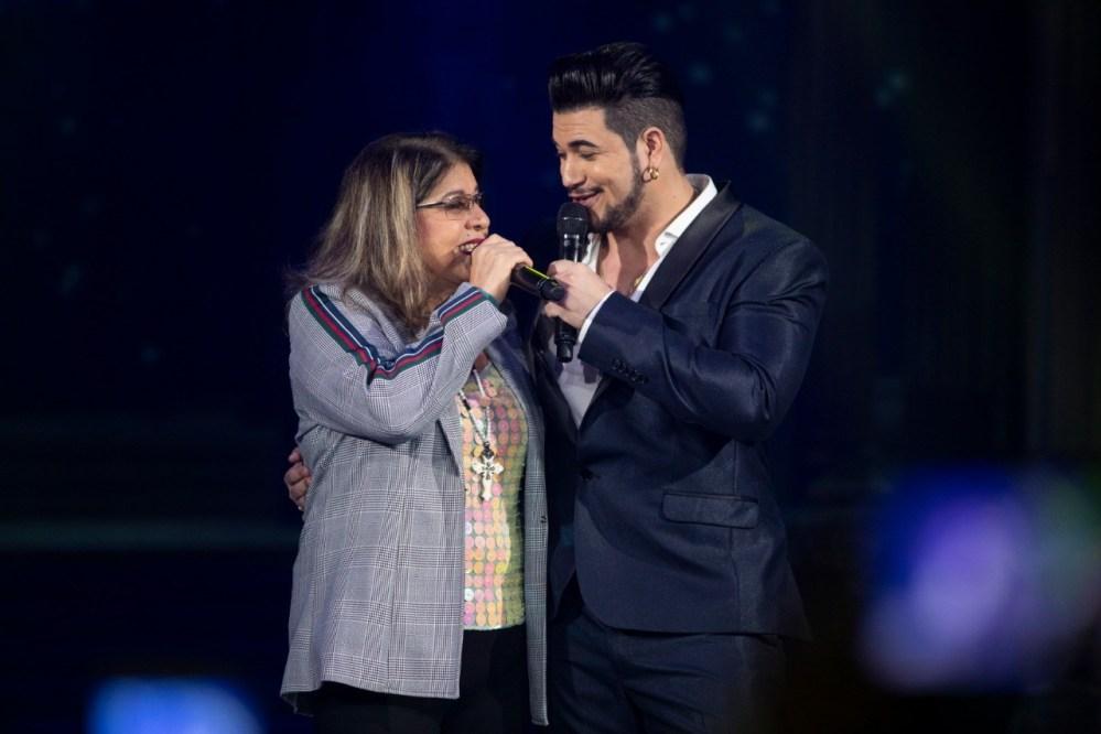 Allisson Rodrigues canta com Roberta Miranda