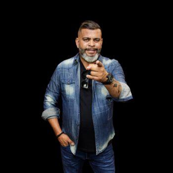"""Almir Mathias comemora sucesso nas rádios com """"O nome dela é Cachaça"""""""
