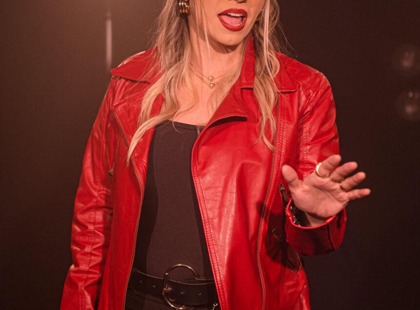 Silviane Soares lança sua primeira música de trabalho